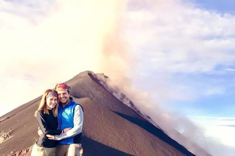 La erupción del Volcán de Fuego fue captada por montañistas el domingo último. (Foto Prensa Libre: Mildred Castañeda)