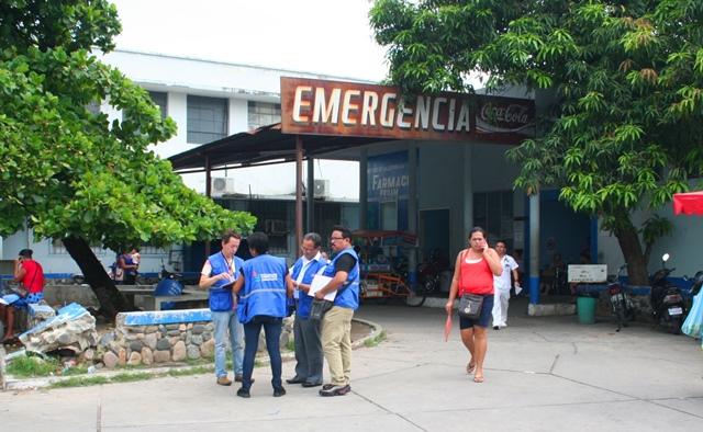 Personal de la PDH inpeccionan el Hospital Regional de Zacapa. (Foto Prensa Libre: Mario Morales)