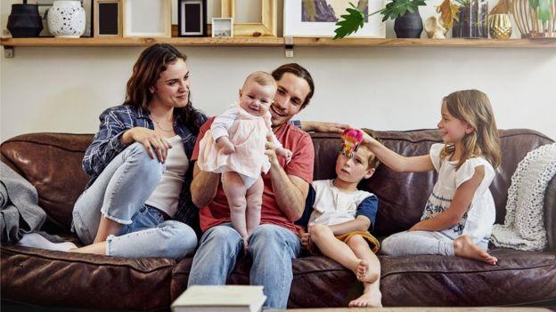 Si una mujer quiere tener un 90% de posibilidades de tener una familia de tres hijos, tiene que empezar a intentarlo a los 23 años de edad, según un reciente estudio holandés.