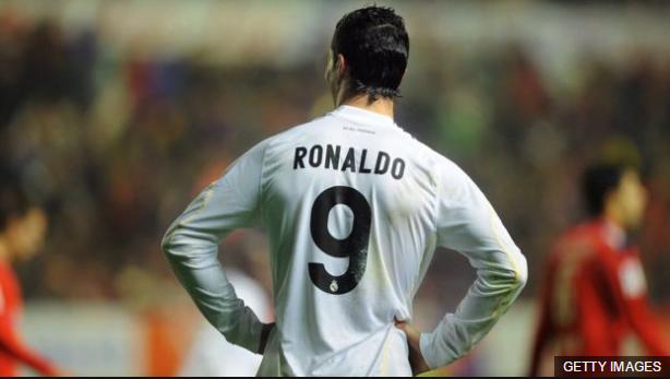 Ronaldo ya sabe qué es ser el número 9 del Real Madrid cuando llegó al conjunto merengue en 2009.