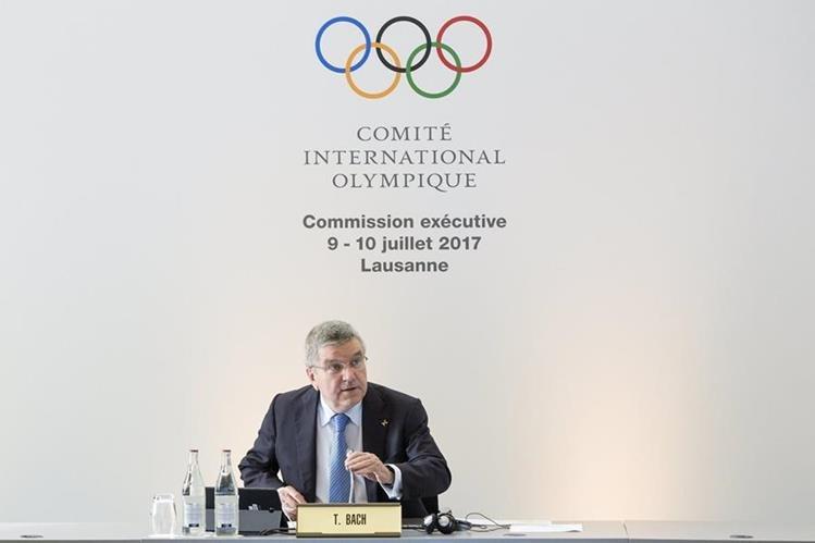 El presidente del COI, Thomas Bach espera otorgar la sede para las próximas dos justas olímpicas. (Foto Prensa Libre: EFE)