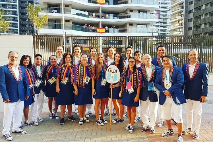 Las prendas que lucieron los deportistas olímpicos en el estadio Maracaná de Río de Janeiro llevan el alma artesanal del Altiplano del país. (Foto Prensa Libre: @sofii_goomez)