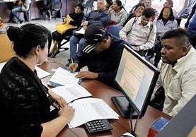 La oficina Nacional de Servicio Civil ha sido usada como agencia de empleos por los gobiernos. (Foto Prensa Libre: Paulo Raquec)