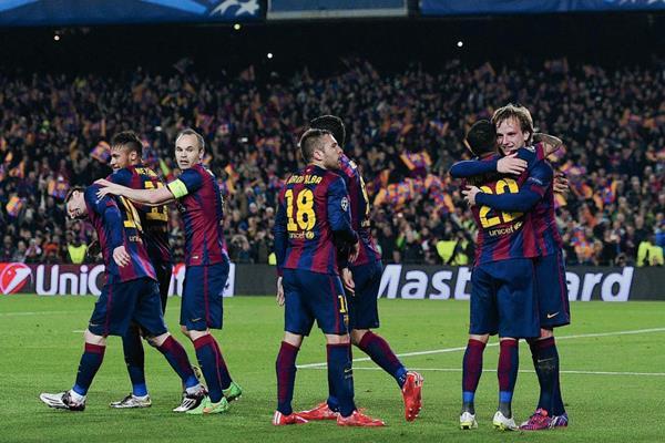 Barcelona celebra la única anotación del partido. (Foto Prensa Libre: AFP)