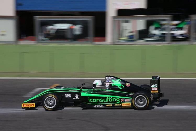 Ian Rodríguez, piloto guatemalteco que desde los 11 años se prepara en Italia. (Foto Prensa Libre: speed-addiction.)