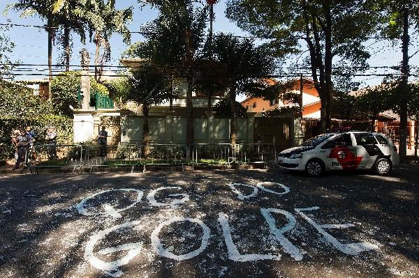 Manifestantes molestos con Michel Temer dejaron una pinta frente a su casa.(EFE).