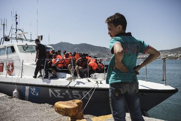 "<em><span class=""hps"">Grupo de </span><span class=""hps"">migrantes de</span> <span class=""hps"">Siria</span> <span class=""hps"">e Irak</span> <span class=""hps"">rescatados en</span> <span class=""hps"">la isla griega</span> <span class=""hps"">de Lesbos.</span></em>"