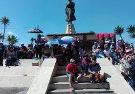 Con un circuito de diez vueltas en la Avenida de Las Rosas, los quetzaltecos mostraron su apoyo al pelotón.