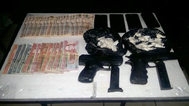 Evidencia que incriminan a dos de los capturados. (Foto Prensa Libre: Mike Castillo)