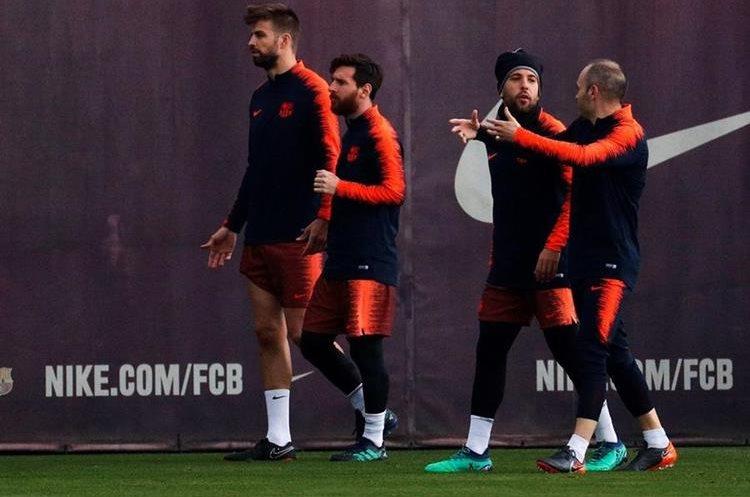 En España denunciaron que Messi 'apretó' al árbitro — Clásico polémico