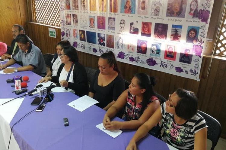 Las familias invitan a otras a que se pronuncien para exigir justicia por sus hijas (Foto Prensa Libre: Esvin García)