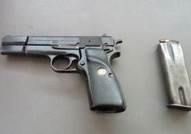 Arma incautada a un estudiante en la zona 14 de la capital. (Foto Prensa Libre: PNC)