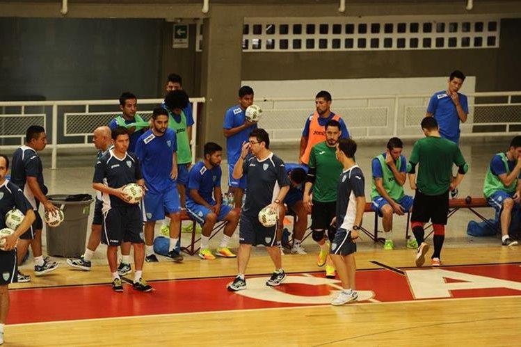 La Selección de Guatemala se entrenó para medirse a Italia. (Foto Prensa Libre: Francisco Sánchez)