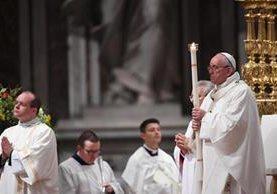 El Papa Francisco celebra la vigilia en la ciudad de El Vaticano. (Foto, Prensa Libre: Efe)