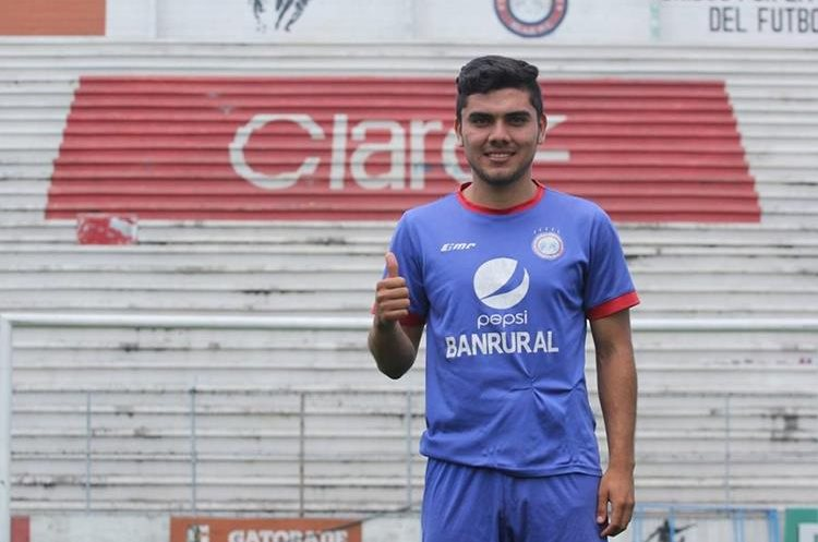El jugador originario de Santa Cruz Muluá llegó a Xelajú proveniente de Reu. (Foto Prensa Libre: Raúl Juárez)
