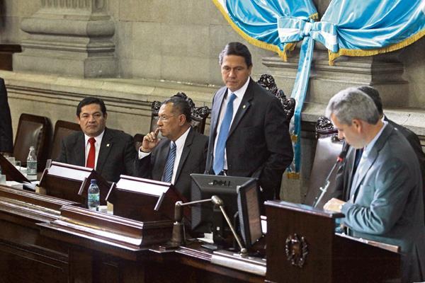 El diputado Juan Alcazar anunció que presentarán una denuncia en el MP por una supuesta campaña negra contra el PP. (Foto Prensa Libre: Hemeroteca PL).