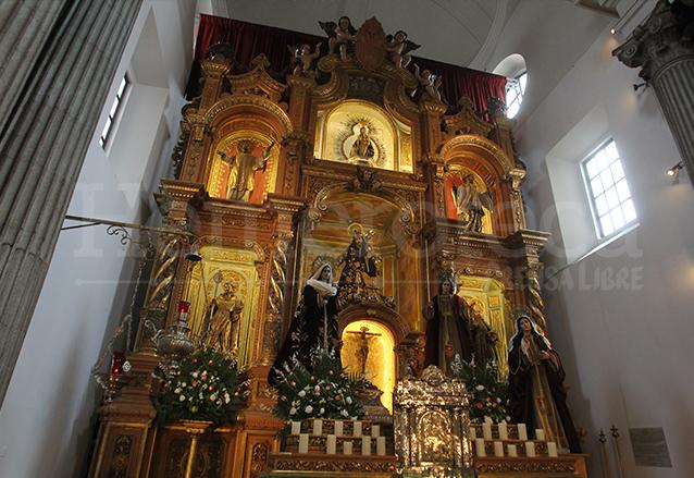 La Virgen de La Merced preside desde el camarín superior el Retablo Mayor del Templo Mercedario, elaborado en España en la década de 1950. (Foto: Hemeroteca PL)