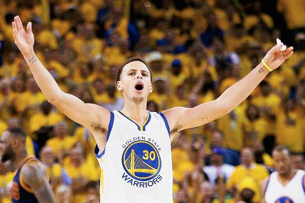 Stephen Curry fue la gran figura de los Warriors de Golden State. (Foto Prensa: AFP)