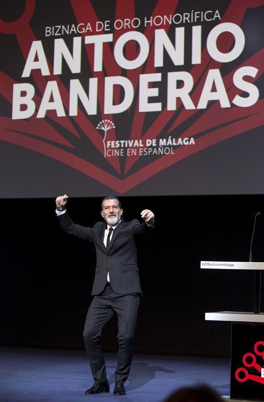 Durante el Festival de Malaga, Banderas recibió un tributo por su carrera en el cine. (Foto Prensa Libre: EFE)