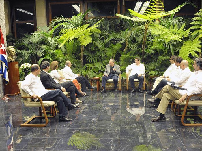 El presidente cubano, Raúl Castro, (centro/izq.) será recibido en Francia en febrero próximo. (Foto Prensa Libre: EFE).