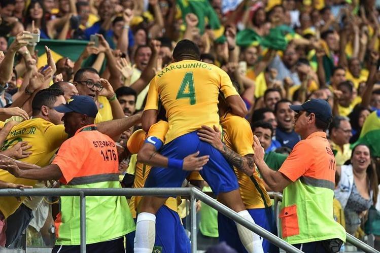 Brasil degustó a su afición con cuatro goles en el Estadio Fonte Nova. (Foto Prensa Libre: AFP)