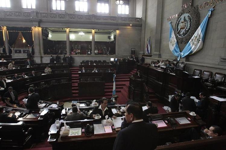 Pese a las críticas y a varios procesos abiertos contra diputados por plazas fantasmas, los abusos persisten en el Congreso. (Foto Prensa Libre: Hemeroteca PL)