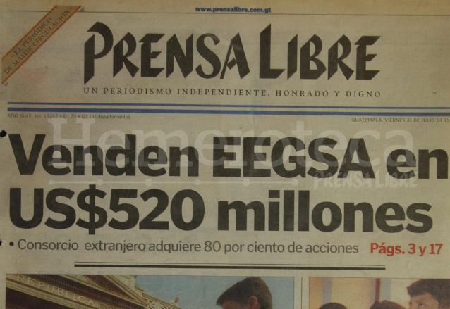 Titular de Prensa Libre del 31 de julio de 1998 informando sobre la venta de la empresa estatal EEGSA. (Foto: Hemeroteca PL)