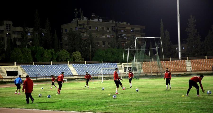 Los jugadores dan ilusión aun país que vive en medio de la guerra. (Foto Prensa Libre: EFE)