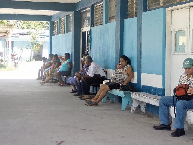 durante varios días los familiares no han podido ingresar para visitar a sus pacientes.