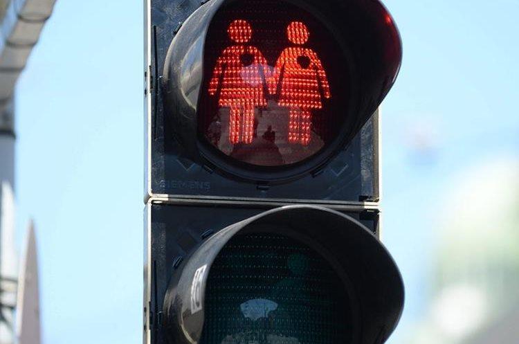 Un semáforo progay para celebrar la próxima gala Life Ball en Vienna