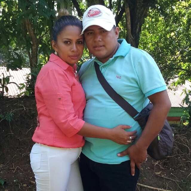 Hamilton Hernández Vásquez y su esposa Ermelinda González, en una fotografía que compartieron recientemente en redes sociales. (Foto Prensa Libre:)