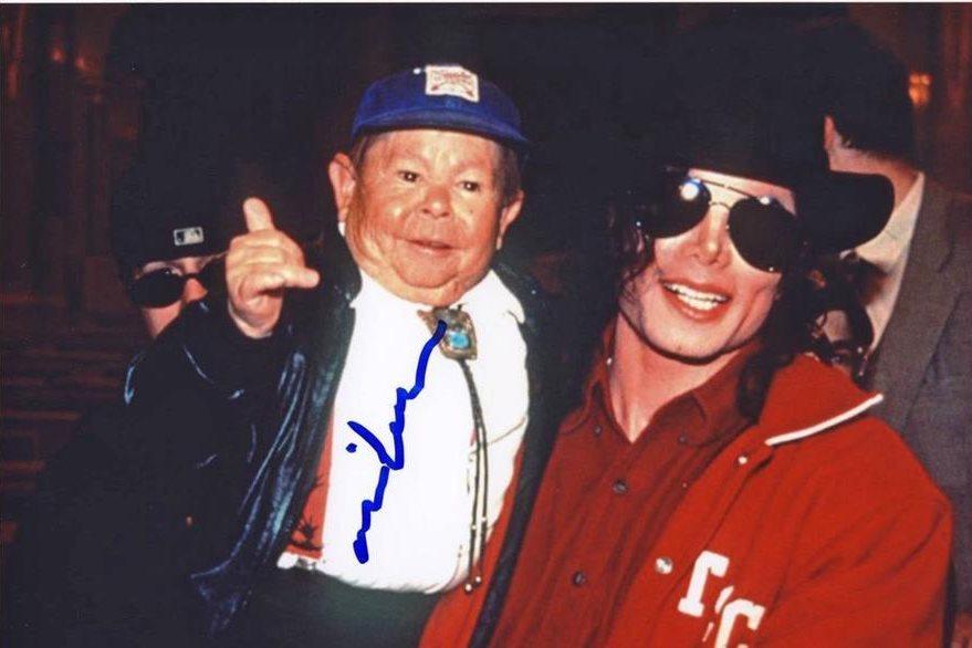 Mihaly Michu Meszaros fue amigo de muchas celebridades como Michael Jackson. (Foto Prensa Libre: i.ebayimg.com).
