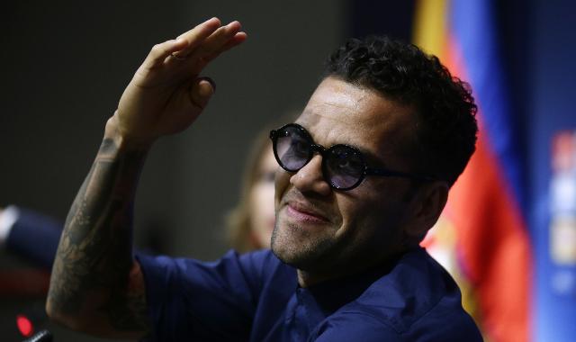 Increíble gesto de Dani Alves en su vuelta al Camp Nou
