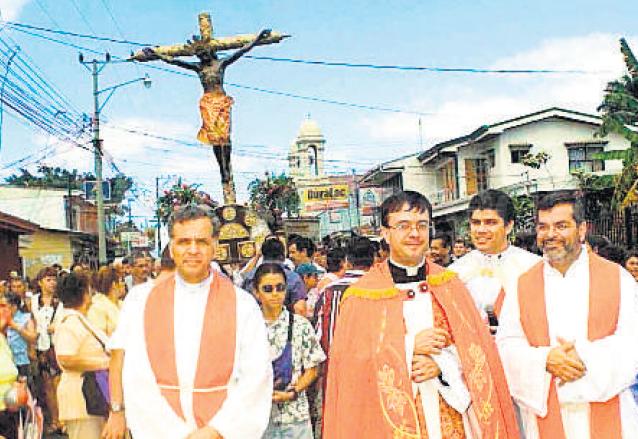 Procesión del Cristo Negro de Esquipulas en Alajuelita, Costa Rica. (Foto: Hemeroteca PL)