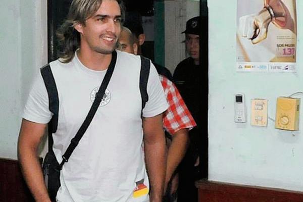 Báez  es acusado de perturbación de la paz pública. (Foto Prensa Libre: Twitter)