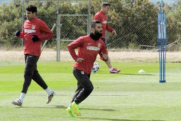 Madrid Arda Turán aún no ha decidido sobre su futuro futbolístico. (Foto Prensa Libre: EFE)