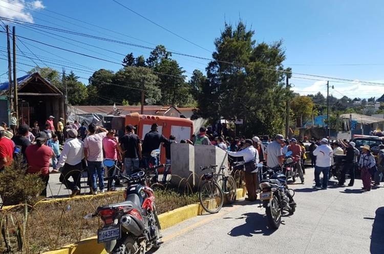 Bomberos no reportaron heridos de gravedad.(Prensa Libre: Mike Castillo)