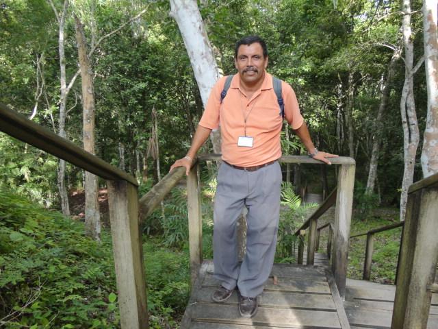 El emprendedor Óscar René Artola Ramírez conoce como la palma de su mano la majestuosidad de Petén.(Foto Prensa Libre: Sandra Vi)