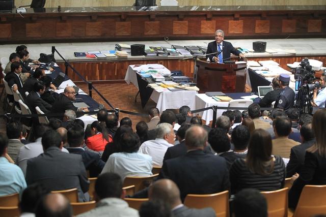 El Juez Miguel Ángel Gálvez argumenta su resolución por tercer día. Durante la sesión explica la compra de regalos lujosos para los exgobernantes Otto Pérez Molina y Roxana Baldetti. (Foto Prensa Libre: Esbin García)