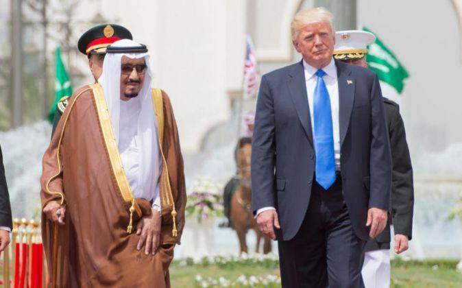 Salmán bin Abdulaziz, rey de Arabia Sudí y Donald Trump, presidente de EE.UU. (Foto Prensa Libre: EFE)