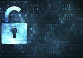 Cada vez son más las empresas y aplicaciones que ofrecen cifrado en sus plataformas para evitar la intrusión de hackers. (Foto Prensa Libre: Getty / iStockphoto).