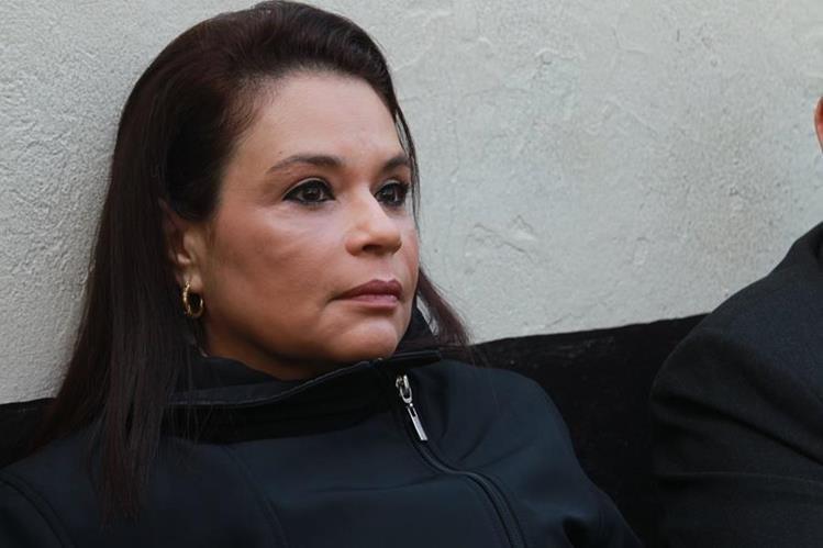 Juez Gálvez llega a hospital para conocer estado de salud de Baldetti