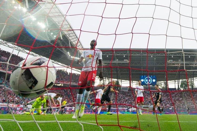 El Bayern sigue celebrando con triunfos el campeonato que consiguió hace semanas. (Foto Prensa Libre: EFE)