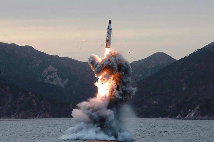 Pyongyang intensificó en los últimos meses el desarrollo de sus programas balístico y nuclear, prohibidos por la comunidad internacional. (Foto Prensa Libre: Hemeroteca PL)