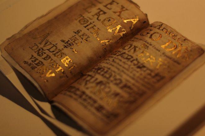 Luis de Carvajal usó pan de oro de Biblias para decorar su diario.
