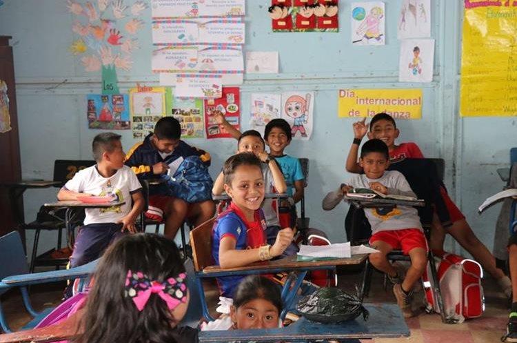 Niños de la Escuela Oficial Urbana Mixta Cooperativa Gumarkaah de Santa Cruz del Quiché no vieron interrumpido su aprendizaje. (Foto Prensa Libre: Héctor Cordero).