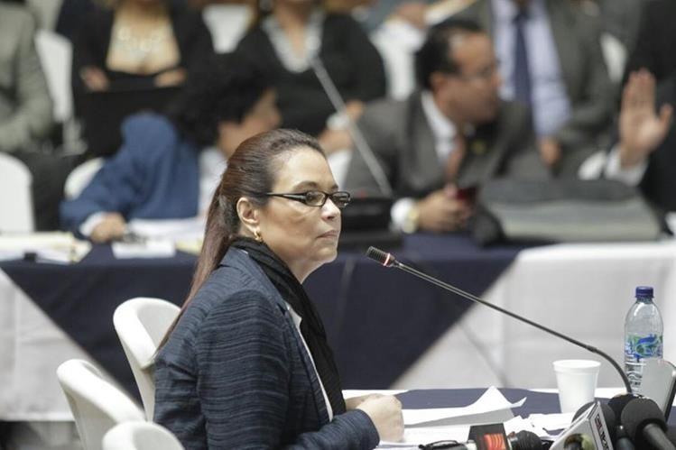 Roxana Baldetti ofrece su declaración por el caso Cooptación del Estado, en la Sala de Vistas de la CSJ. (Foto Prensa Libre: Edwin Bercián)