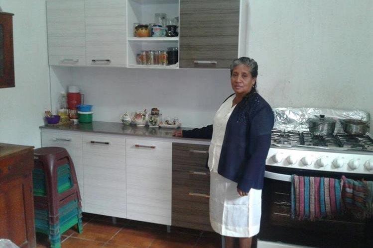 Clienta de Villa Nueva Recibe gabinete de cocina nuevo, comprado en Chopinmol.
