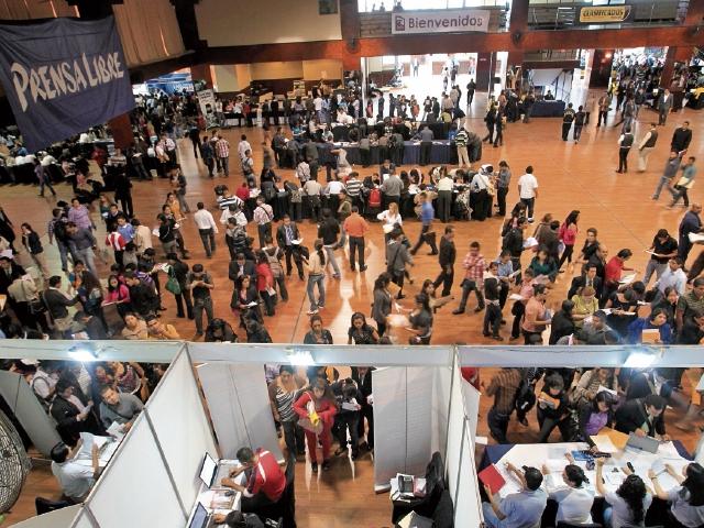 En 2012 la Clasiferia del Empleo organizada por Prensa Libre, atendió a unas 12 mil personas.