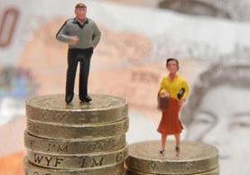 En promedio, los hombres siguen ganando más que las mujeres. PA